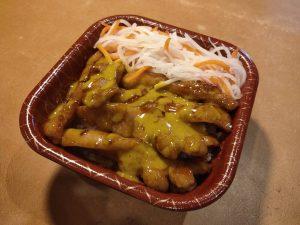 とんとろ丼カレーマヨソース 858円(税込)