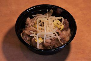ハーフサイズ・黒毛和牛カルビ・スタミナ焼肉丼 756円(税込)